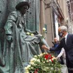 На Арбате у Театра Вахтангова открыли памятник Е.Б.Вахтангову